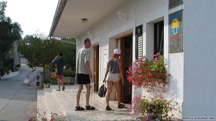 Kroatien bor campingpl tze kvarnerbucht for Moderne sanitaranlagen